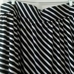 Lane Bryant Skirts - NWOT Black & White Lane Bryant Skirt 22/24